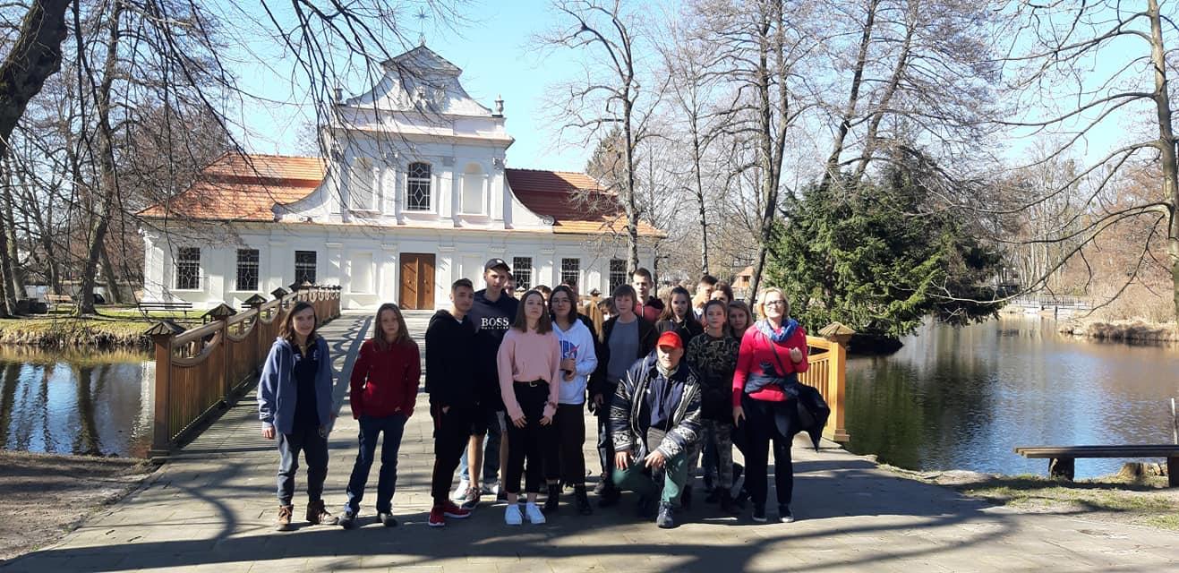 Wycieczka uczniów zeSzkolnego Koła Krajoznawczo-Turystycznego PTTK naRoztocze