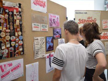 """Otwarcie wystawy """"Wybory 1989 – Festiwal Wolności.""""  wMuzeum Szkolnym"""